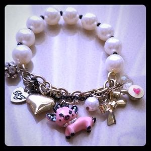 Charm bracelet Betsey Johnson. Pig. Heart. Pearls.